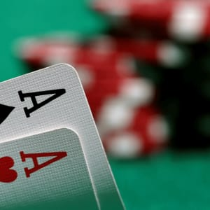 Wie man Ultimate Texas Hold'em Online spielt